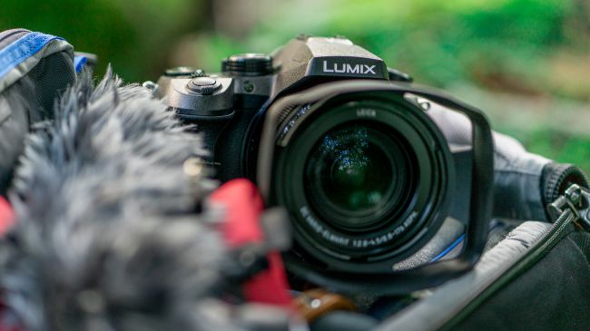 máy ảnh Panasonic Lumix FZ2000