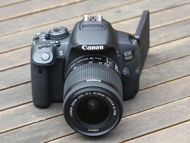 máy ảnh cnaon 700d