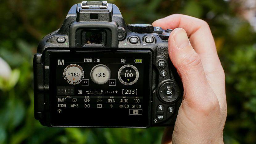 máy ảnh dslr nikon D5600