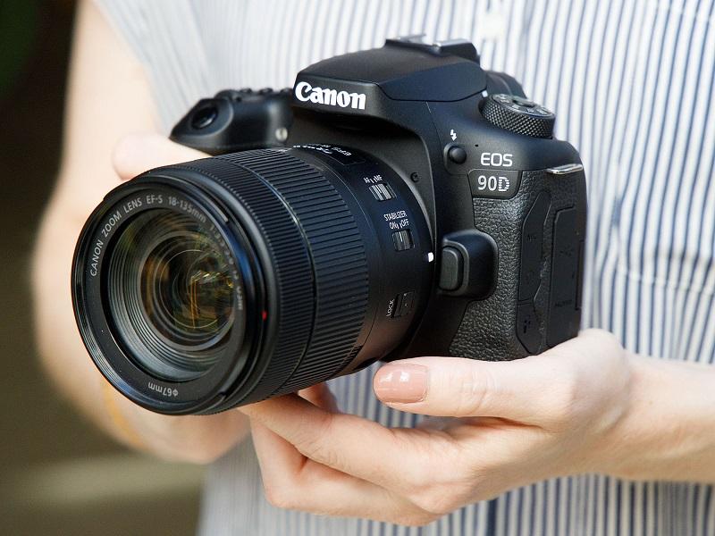 Máy ảnh DSLR tầm trung